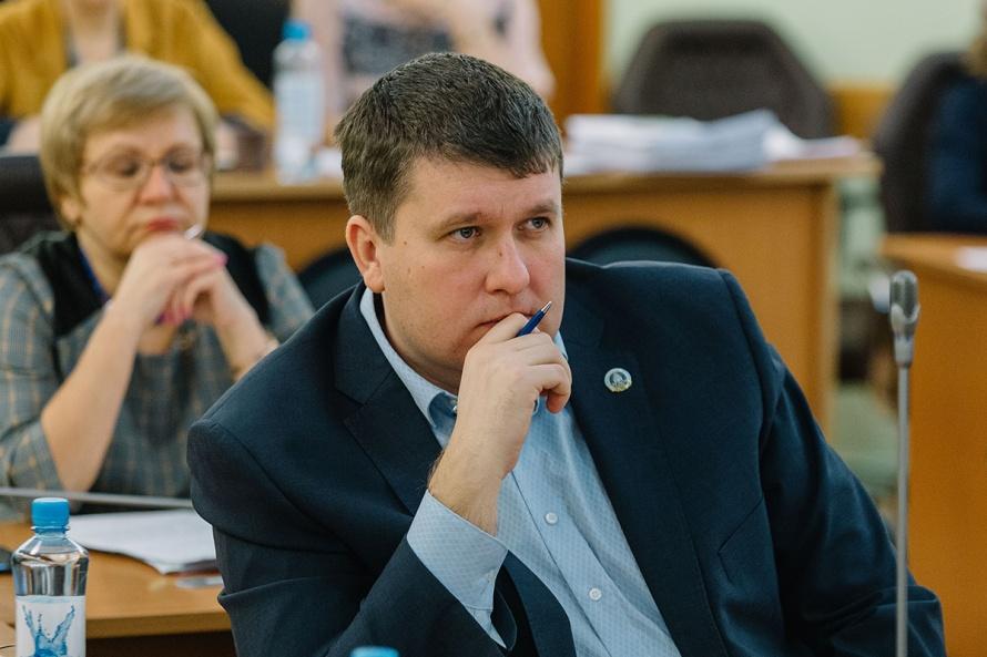 Андрей Петров призвал расселить аварийные дома в Черемошниках.